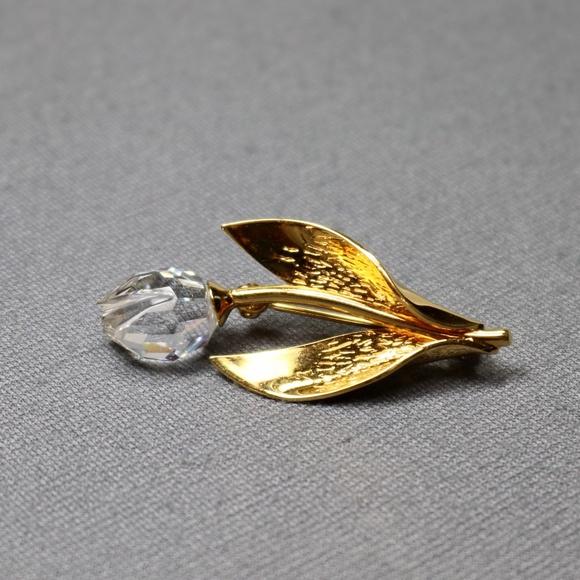 costume jewelry Swarovski gold tone rose brooch